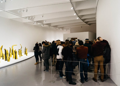 A photo of a lineup of visitors waiting to see the Yayoi Kusama show at the Hirshhorn Museum