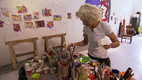 A photo of Elizabeth Murray in her studio