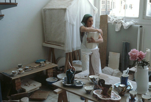 A photo of Betty Woodman at work in her studio