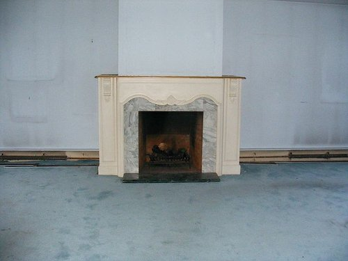 Photo of fire place in empty room