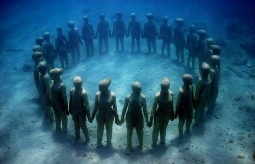 underwater sculpture of a circle of people holding hands
