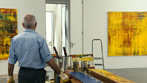 A still image from the movie Gerhard Richter Painting, of the artist in his studio