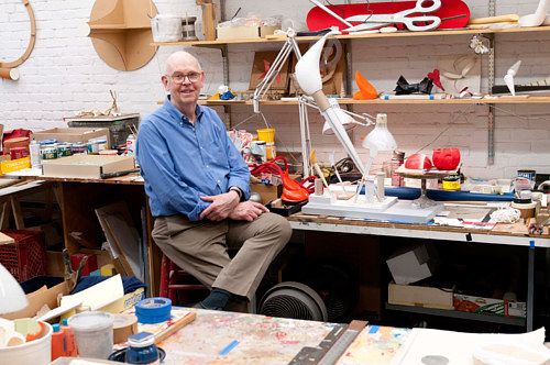 A contemporary photo of Claes Oldenburg working in his studio