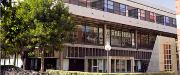 A photo of the exterior of the USC Roski School of Art and Design