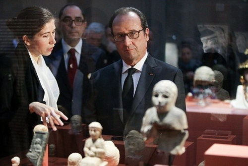 A photo of Francoise Hollande at the Louvre Lens