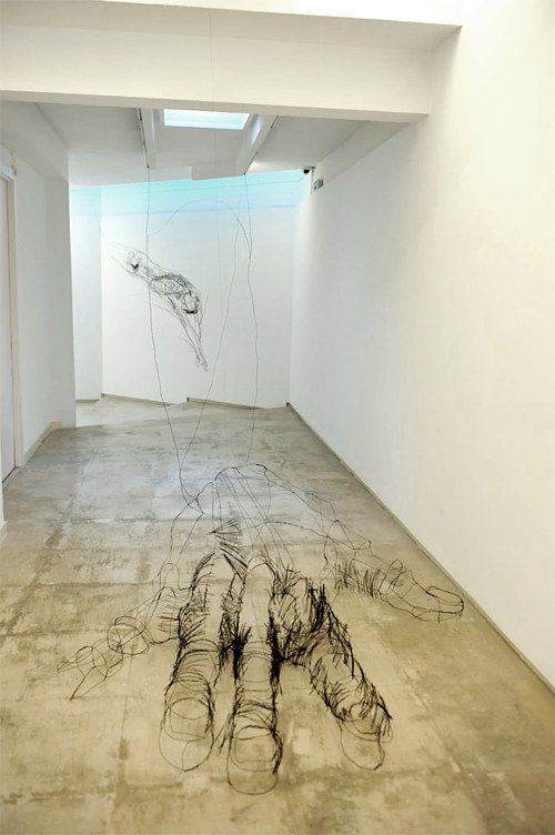 A wire sculpture that looks like a sketch of a hand