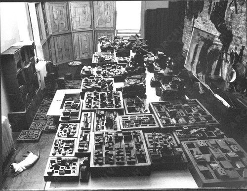 A photograph of Louise Nevelson's art website