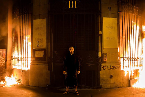 A photo of Pyotr Pavlensky in front of a Paris bank shortly before being arrested