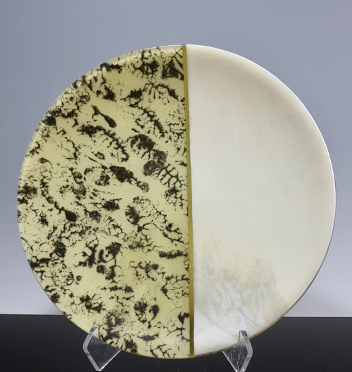 A kiln-formed glass plate with a fractal pattern