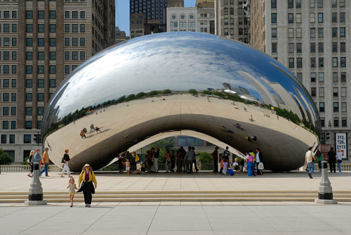 A photo of Cloud Gate taken in 2006