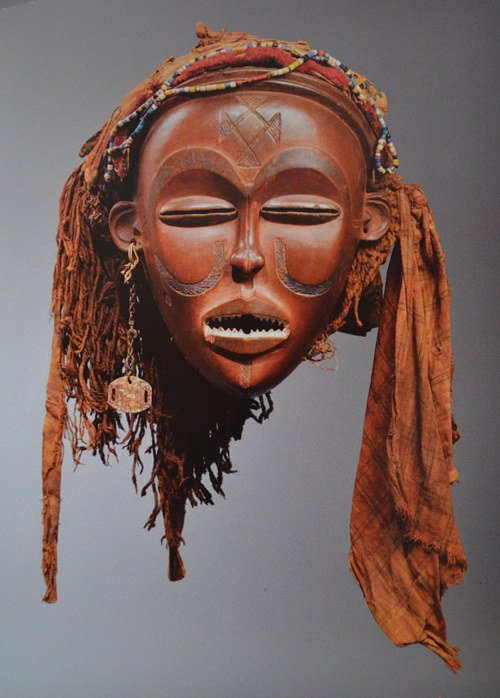 A Chokwe Mwana Pwo mask that was returned to Angola, from France