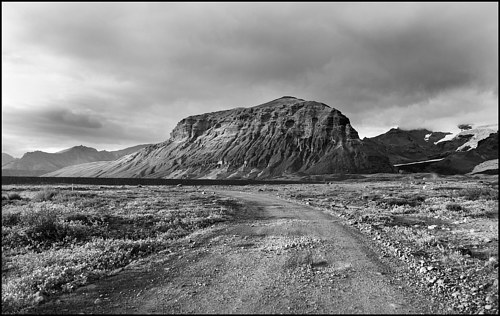 A photo of a desolate road in iceland