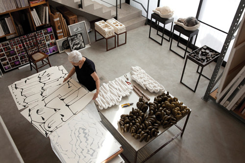 A photograph of Anna Maria Maiolino in her studio