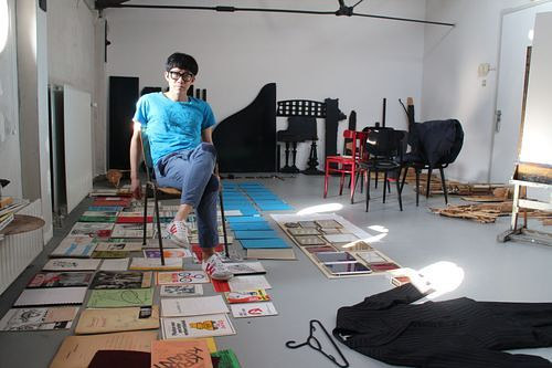 A photo of Cheng Ran in his art studio