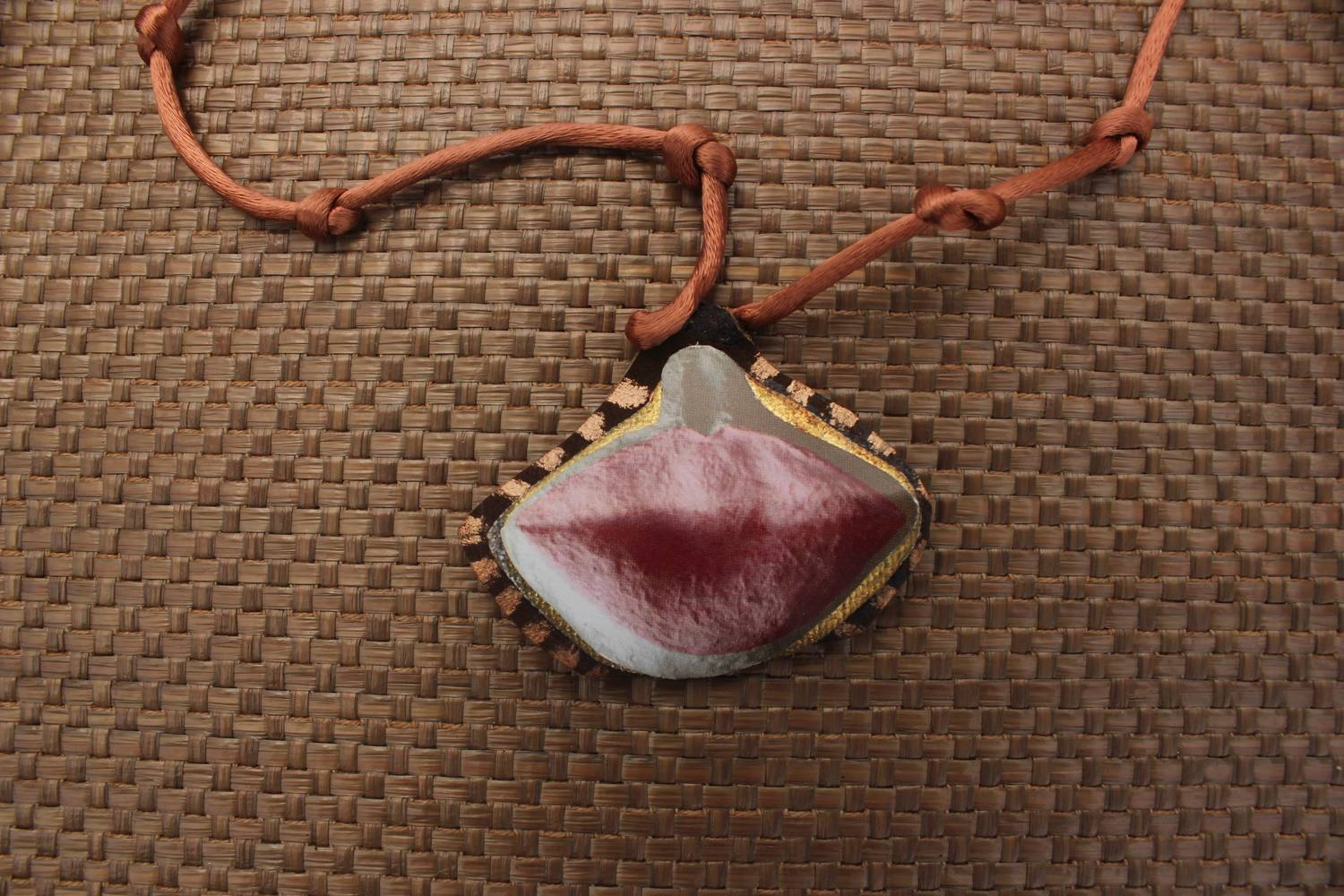 """Kiss"" Necklace (SOLD!) by Chía Ortegón"