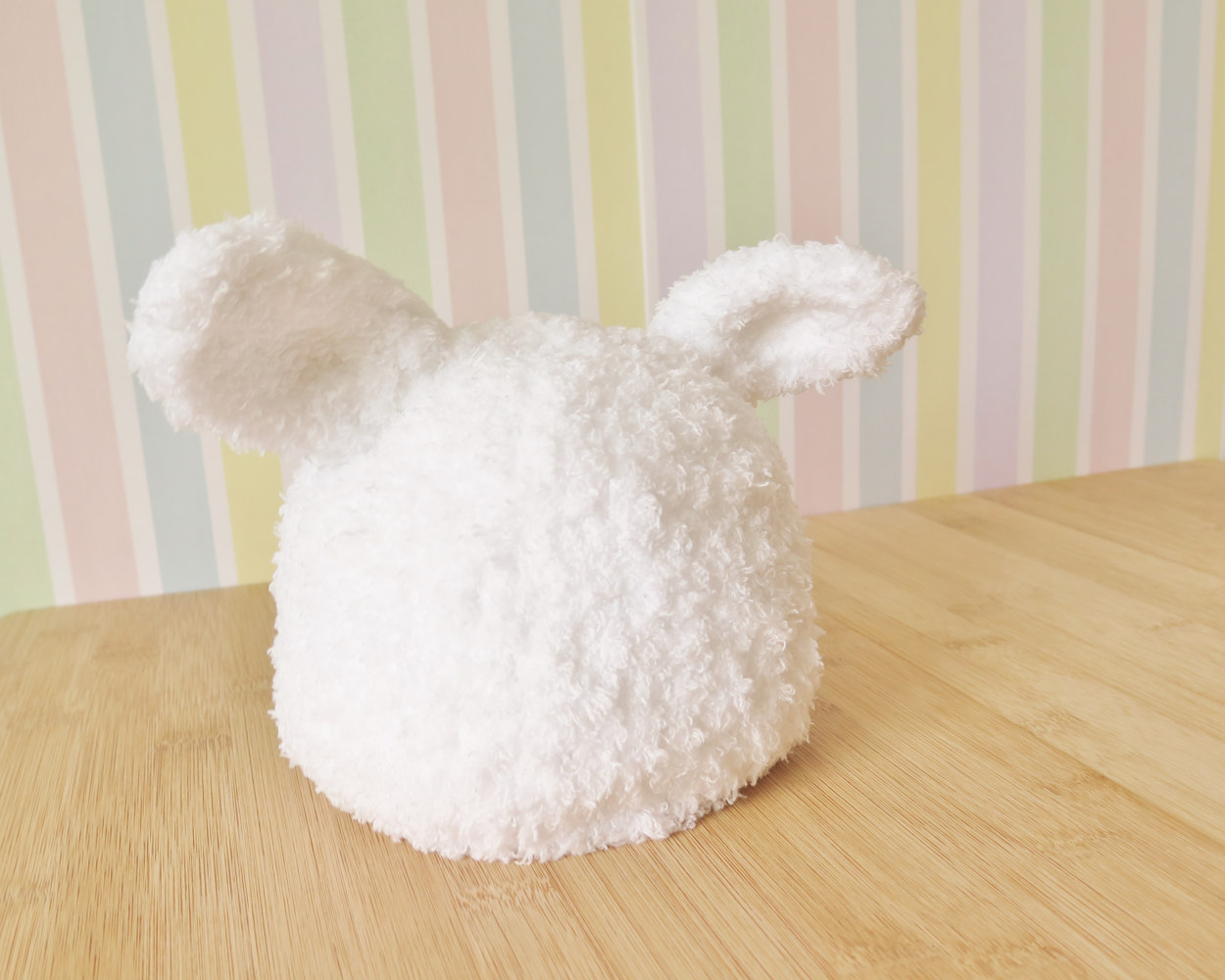 Tuque blanche bébé lapin  by Genevieve Desy
