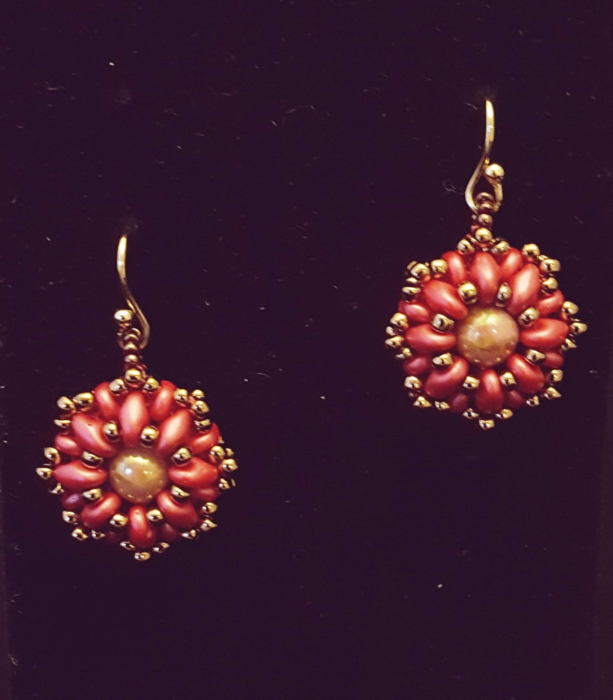 Beaded earrings (superduo) red  by Vicki Allesia