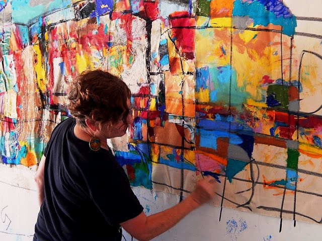 susie making her mural by Susan Harmon