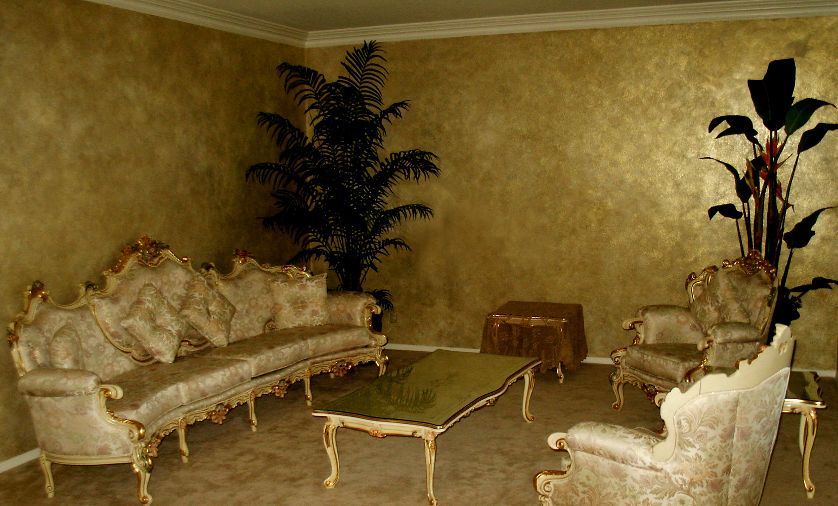 Metallic glaze Formal living room wall finish by Robert Milling